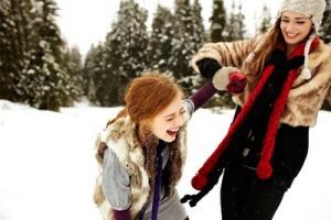 friends-laughing-in-snow_winter-white-fur-red-black-tan_sarah-rhoads-blog-mar10